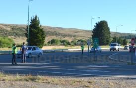 Personal policial controla el intenso tránsito