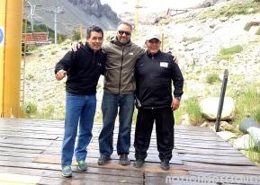 El gerente de La Hoya Diego Alonso con personal del cerro